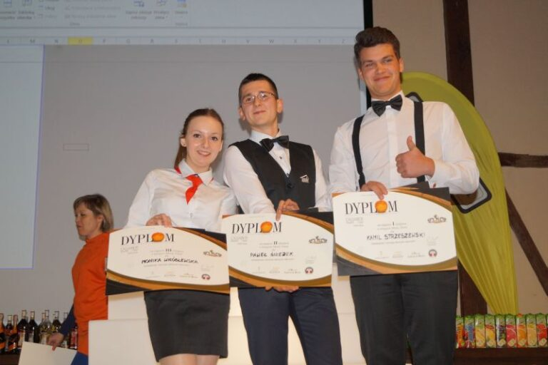 Read more about the article Kolejny sukces Moniki <br> wkonkursie barmańskim