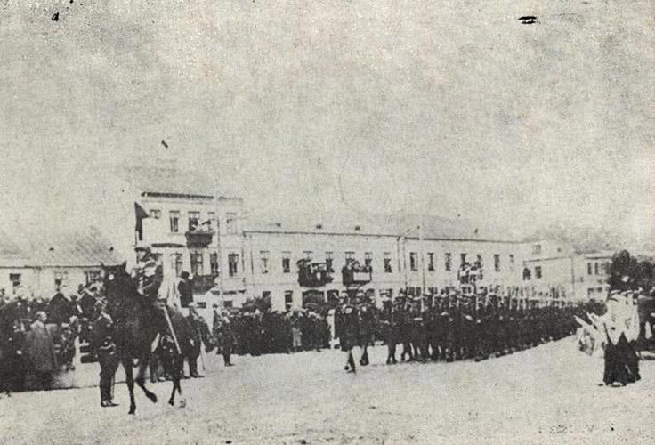 Defilada 37. pułku ziemi łęczyckiej